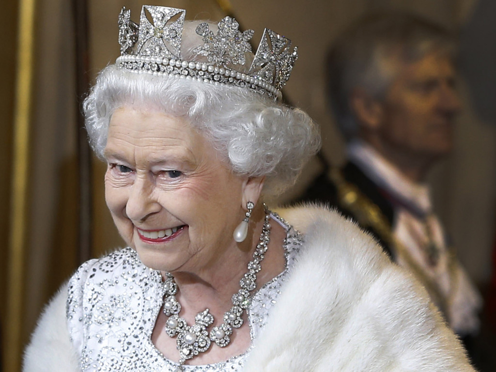LONDON, ENGLAND - MAY 08:  Queen Elizabeth II smiles as she leaves the State Opening of Parliament at the House of Lords on May 8, 2013 in London, England. Queen Elizabeth II unveils the coalition government's legislative programme in a speech delivered to Members of Parliament and Peers in The House of Lords. Proposed legislation is expected to be introduced on toughening immigration regulations, capping social care costs in England and setting a single state pension rate of 144 GBP per week.  (Photo by Kirsty Wigglesworth - WPA Pool/Getty Images)